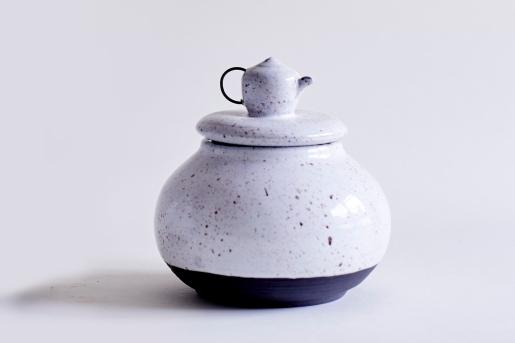 Goose Egg Container (Black Porcelain)